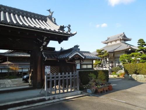 商店街を抜けた門前町にある浄土宗・西林寺