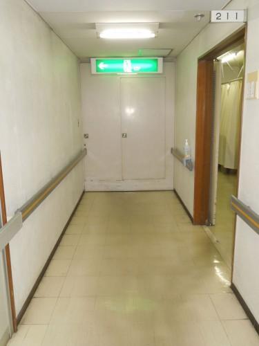 当診療所2階の病室廊下の防火扉を閉めたところ(病室側から撮影)。