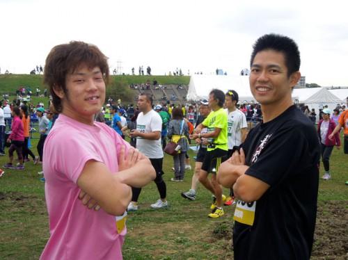 レースを控えて闘志満々の加藤くん(左)と田中さん