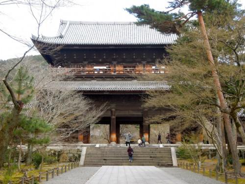 前日のランナー受付後、南禅寺の有名な三門に上りました。(クリックで拡大)