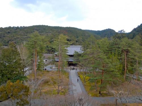 南禅寺の三門の上から境内を臨む。ここが石川五右衛門が見た風景かと「絶景かな、絶景かな」。(クリックで拡大)