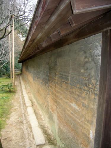 裏から眺めた土塀も味わい深い。美しすぎてため息しか出ない。