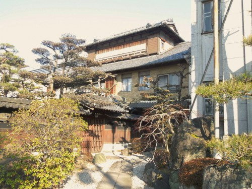 いまも残る塚原嘉一邸。3階が「光栄館」