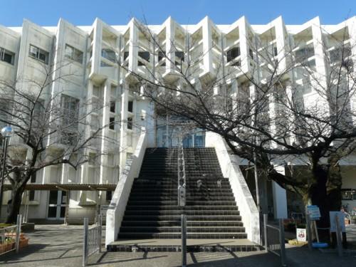 現在の小牧市立図書館外観(建築PICNICより)