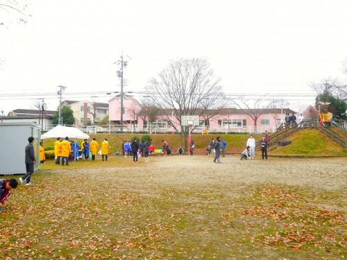 第3中継地点、光ヶ丘第3公園で待機する選手たち