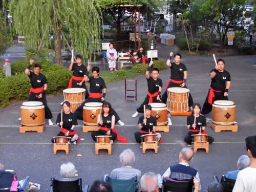 続いて、米野太鼓の皆さんによる和太鼓曲打ち